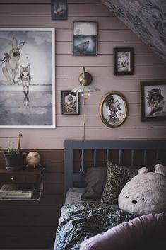 Sänglampa Barnrum - Lovely Life Home Bedroom, Kids Bedroom, Bedroom Decor, Big Girl Bedrooms, Little Girl Rooms, Woodland Room, Scandinavian Kids Rooms, Room Interior, Interior Design