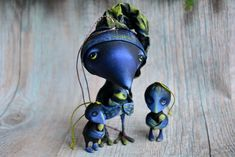 Сute crow's family | Daddy and fledglings |Bird papermashe |Bird figurine |Ooak toy |Set of fur-tree toys| Paperclay crow |Raven paper mache by MalkoToys on Etsy https://www.etsy.com/listing/561087103/sute-crows-family-daddy-and-fledglings
