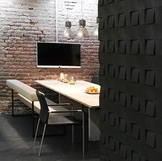 Kontrastvegger fra WALL-IT i stilig mønster - et trendy interiørvalg! Showroom, Dining Bench, Conference Room, Restaurant, Wall, Furniture, Design, Home Decor, Projects