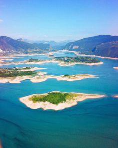 bring you to Ramsko Jezero Bosnia and Herzegovina .  Photo by @doounias . Tag us or use #travelshotba in your images . Follow:  @travelshot.ba @travelshot.eu . . . . . . . . . . #bosna #bosnaihercegovina #bosnia #bosnian #bosniaandherzegovina #bosniaherzegovina #visitbosnia #ig_bosnia #igersbosnia #hercegovina #bih #balkan #balkans #ig_balkan #ig_balkans