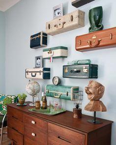 una original estantería con maletas - Recicla tus viejas maletas y no podrás vivir sin ellas