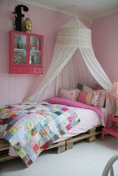Girly pallet bed