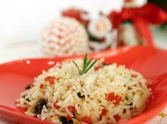 Que tal um Arroz de natal para você servir junto com suas deliciosas receitas de carnes assadas, saladas maravilhosas e todas as outras que você capricha tanto? #arroz #natal #receitas #ceia #dezembro #comida #jantar #rice #christmas #recipe #dinner #december #food