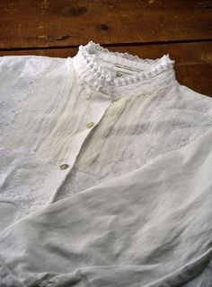 Steampunk Lace Shirt - Craftfoxes - I have this book, but this is still a pretty nice tutorial.