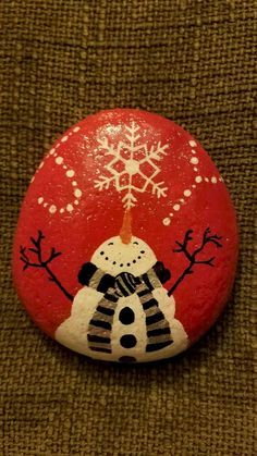 54 easy diy christmas painted rock ideas (27)