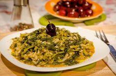 Τυροπιτάκια με φύλλο κρούστας | magiacook Greek Beauty, Greek Recipes, Seaweed Salad, Risotto, Spaghetti, Favorite Recipes, Vegan, Cooking, Ethnic Recipes