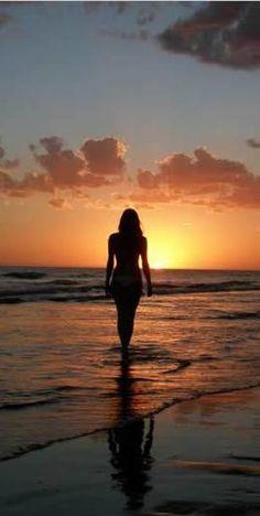 Go to the beach of Barra de Potosi - beach - Beach Photography Poses, Beach Poses, Beach Portraits, Summer Photography, Creative Photography, Summer Pictures, Beach Pictures, Shotting Photo, Sunset Silhouette