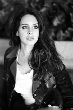 Lana Del Rey photographed by Mathieu Cesar for Liberation magazine, 2014 Trip Hop, Dream Pop, Lanna Del Rey, Lana Del Rey Ultraviolence, Elizabeth Woolridge Grant, Indie, Portraits, Sabrina Carpenter, Beauty Queens