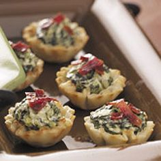 Spinach Bacon Tartlets Recipe from Linda Evancoe-Coble in Leola, Pennsylvania — from Healthy Cooking magazine. Sub the tarts for an almond flour crust or use bacon and it's a great keto snack Yummy Appetizers, Appetizer Recipes, Irish Appetizers, Party Recipes, Brunch Recipes, Healthy Cooking, Cooking Recipes, Sandwiches, Appetisers