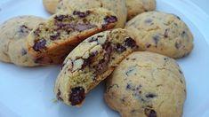 Domácí sušenky ke kávičce, plněné nutelou. V těste kousky kvalitní čokolády. Hotová mňamka!