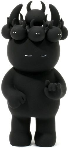 'Black Buuts Buuts Uamou' by Ayako Takagi. Be sure to check out her 'Rock 'n Roll Uamou' show currently at Toy Art Gallery.