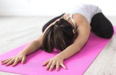 Looking for an at home yoga routine? Well, as you know, yoga is a great way to clear your mind, increase your flexibility, and build your strength! It's time to give this at home yoga routine a try! Yoga Beginners, Beginner Yoga, Yin Yoga, Hatha Yoga, Kundalini Yoga, Restorative Yoga, Yoga Nidra, Iyengar Yoga, Yoga Meditation