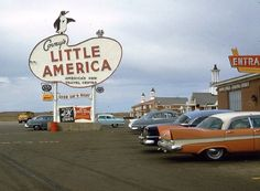 Vintage motel parking lot of Little America Vintage Diner, Vintage Trucks, Robert Doisneau, Nostalgia, Arcade, Station Essence, Vintage Neon Signs, Classic Chevy Trucks, Old Signs