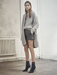 Lovika Weekly - Pretty when I cry Work Fashion, Fashion Outfits, Women's Fashion, Cardigan Sweaters For Women, Long Cardigan, Fall Lookbook, Kinds Of Clothes, Love Her Style, Short Outfits