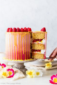 This beautiful and delicious vegan raspberry & lemon cake features fluffy vegan sponges, luscious vegan frosting and a vegan lemon curd drip. Healthy Dessert Recipes, Vegan Desserts, Delicious Desserts, Vegan Recipes, Vegan Sweets, Vegan Buttercream, Vegan Frosting, Dairy Free Cheesecake, Lemon Cheesecake