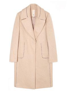 깔끔한 일자핏에 긴 기장감이 돋보이는 코트입니다. 볼드한 배색의 스티치로 포인트를 준 제품입니다. 포켓이 있어 실용적이며 깔끔하면서도 멋스러운…