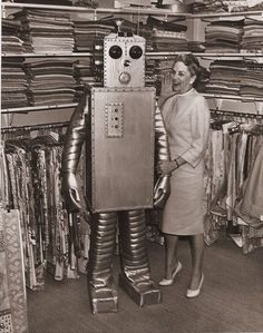 Robot to help you pick out some nice fabric Vintage Robots, Retro Robot, Mr Roboto, Robot Monster, Vintage Halloween, Halloween Fun, Vintage Photos, Vintage Space, Science Fiction