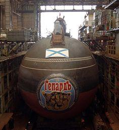 The Cheetah, a Russian Akula II class submarine Gepard. Zombie Vehicle, American Aircraft Carriers, Navy Coast Guard, Soviet Navy, Russian Submarine, Nuclear Submarine, Cabin Cruiser, Armada, Yellow Submarine