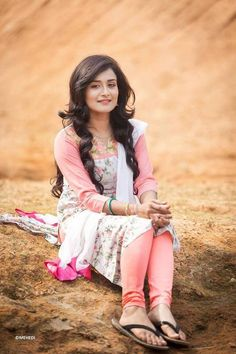 Nadia Khanom Nodi is an actress, ramp and fashion model in Bangladesh. She looks very simple and pretty. Here is her latest photo shoots. In this photos she lo Girls Dp Stylish, Stylish Girl Images, Best Beauty Tips, Beauty Hacks, Girl Fashion Style, Women's Fashion, Stylish Dpz, Bollywood Actress Hot Photos, Beautiful Indian Actress