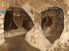 The city was used as shelter for thousands of people under attack. This shows pictures of the underground caves and explains more about them. Underground Caves, Cappadocia Turkey, My Bible, Places Of Interest, The Rock, Archaeology, National Parks, Lion Sculpture, Museum