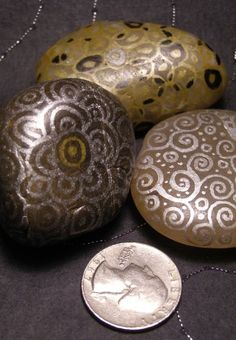 paintings on the rocks - crafts ideas - crafts for kids   Teresa Burgess via Teresa Burgess onto DIY (HOME CRAFTS & DECORATIONS)