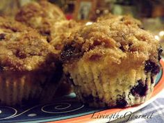 Living the Gourmet: Brown Sugar Crumb Topping Blueberry Muffins!!!