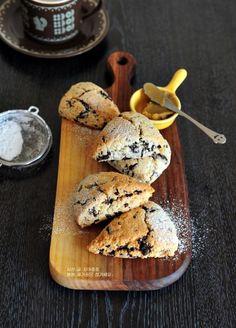 노버터,달콤 부드러운 초콜릿 스콘 만들기(생크림스콘) : 네이버 블로그 Butcher Block Cutting Board, Pancakes, Cookies, Baking, Breakfast, Desserts, Food, Dessert Ideas, Food Food