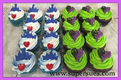 Disney's Descendants Evie and Mal cupcakes. Fondant crowns and hand piped colored chocolate hearts. 9th Birthday Parties, 10th Birthday, Birthday Ideas, Decendants Cake, Cupcakes, Cupcake Cakes, Villains Party, Bday Girl, Disney Descendants