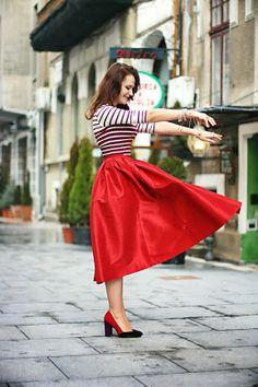 Thrill of the heel: Tea-length in red Orange Skirt, Purple Skirt, Gray Skirt, Camel Skirts, Red Skirts, What To Wear Today, How To Wear, Tea Length, Photography Ideas