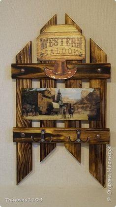 Три ключницы. Изготовлены из деревянных реек с обжигом и брашировкой. .  фото 2