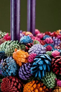 What to make with pine cones - 64 Ideas with photos DIY with natural materials and easy to find offers a good hobby with children, stimulates creativity and triggers imagination. Pine cones are everywhe. Christmas Pine Cones, Simple Christmas, Christmas Holidays, Christmas Wreaths, Felt Glue, Pine Cone Art, Fun Hobbies, What To Make, Christmas Decorations To Make