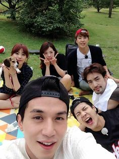 SBS Roommate   It seems that the old and new roommates are getting along well!♡   dong wook,jackson,otani,minwoo,sunny and youngji!