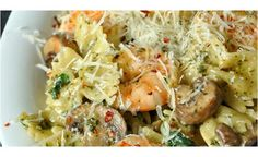 Ca y est, vous avez trouvé le plat de ce soir ! Préparation : 25 minutes Cuisson : 20 minutes Ingrédients (3-4 personnes) 450g de farfalles 230g des champignons 70g d'épinards 2-3 gousses d'ail, hachées 6 cuillères à soupe de pesto 150g de parmesan râpé 120ml de lait ou de crème ¼ cuillère à soupe de poudre d'ail ¼ cuillère à soupe de poudre d'oignon ¼... Lire l'article