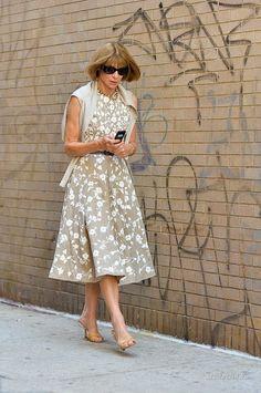 Doudoune Femme PRETTY LITTLE THING de couleur beige THEY CALL ME MELLIE