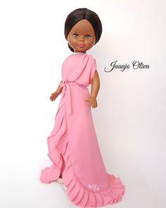 Nancy Doll, Every Woman, Doll Clothes, Little Girls, Barbie, High Neck Dress, Dolls, Spanish, Beautiful