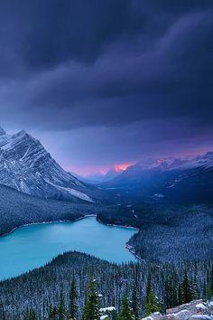 Peyto Lake in Banff National Park, Kanada. Den passenden Koffer für eure Reise…✫♦๏༺✿༻☘‿SU Jul ‿❀🎄✫🍃🌹🍃🔷️❁`✿~⊱✿ღ~❥༺✿༻🌺♛༺ ♡⊰~♥⛩⚘☮️❋ Parc National De Banff, Banff National Parks, Beautiful World, Beautiful Places, Beautiful Beautiful, Beautiful Scenery, Landscape Photography, Nature Photography, Mountain Photography