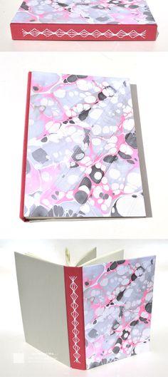 Nuevas serie de encuadernaciones con costuras expuestas y papeles marmolados Encuadernaciones tapas montadas con costura expuesta, todas costuras diferentes – Tapas duras de cartón de 2mm – Cubier…