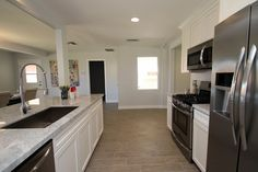Kitchen Staged by Revamp Professional Home Stagers #homestaging #homestagingscottsdale #homestagingPhoenix #realestatescottsdale #realestatephoenix #getrevamped #transitional #stagedtosell  Revamp Professional Home Stagers
