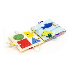 Piątek, piąteczek, piątunio - Uwielbiamy:)  Wykonana w Polsce z filcu i kolorowych szmatek  książeczka sensoryczna - Busy baby - Felt for fun dla niemowlaka od 6 miesięcy.   Na jej stronach znajdują się zwierzaki i figury geometryczne, przyczepiane na rzep, który można odpinać i przypinać.  Super zabawa:) Nic nie zginie:)  Miłego Weekendu:)  http://www.niczchin.pl/ksiazeczki-dla-niemowlat/3888-ksiazeczka-sensoryczna-busy-baby-felt-for-fun.html  #książeczkasensoryczna #dlaniemowlaka #zfilcu…