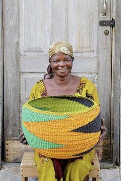 Woven Decor Basket - Special Bowl by Anamah Alagbrigo Weaving Art, Weaving Patterns, Hand Weaving, Decoration Restaurant, Contemporary Baskets, Big Basket, African Home Decor, Art Africain, Basket Decoration
