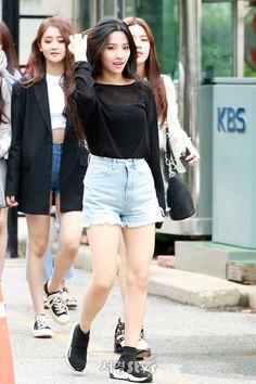 Kpop Fashion, Korean Fashion, Girl Fashion, Fashion Outfits, Airport Fashion, Kpop Girl Groups, Korean Girl Groups, Kpop Girls, Soyeon