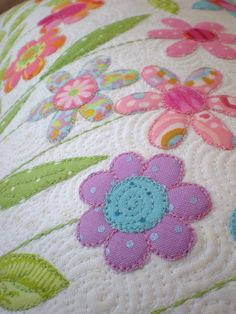 Applique pillow tutorial http://dontlooknow.typepad.com/dont_look_now/2009/01/flower-garden-pillow-tutorial-.html