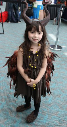 Pin for Later: The Absolute Best Cosplays From Comic-Con 2015 Young Maleficent Malificent Costume, Maleficent Halloween Costume, Maleficent Cosplay, Maleficent Party, Last Minute Halloween Costumes, Halloween Costumes For Teens, Halloween 2019, Scary Halloween, Disney Cosplay