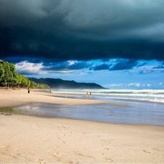 What's next? A calm before before the #storm at the Malpais #surf mecca by the talented @francoisrigaudphotography! #costarica