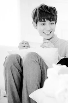 Chanyeol~ every time I show a picture of Channie to my (non kpop) friends they always fangirl over his smile ^^