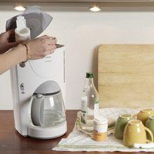 Maistuvan kahvin ainekset ovat yksinkertaiset: raikas vesi, laadukas kahvi ja puhdas keitin.Likainen keitin on hidas, kuluttaa runsaasti energiaa ja saattaa pitää kovaa ääntä. Kahvinkeittimeen kertyy ...