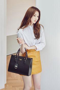 Kang Min Kyung models handbags with style for 'St. Scott' | allkpop.com