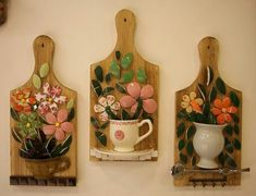 Creative Ideas for Recycling Used Wooden Pallets Mosaic Flower Pots, Mosaic Pots, Mosaic Wall Art, Mosaic Crafts, Mosaic Projects, Craft Projects, Wood Crafts, Fun Crafts, Diy And Crafts