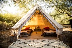Gone Glamping! Images That Will Inspire You to Go Glamping This Summer - Your Daily Dish Bell Tent Glamping, Camping Glamping, Luxury Camping, Camping Hacks, Outdoor Camping, Kayak Camping, Camping Cooking, Camping Essentials, Camping Ideas