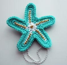 """Pattern for seashell """"bra"""" not for this , but i think this is cute and can use for inspiration. Little Mermaid Crochet, Crochet Mermaid Tail Pattern, Love Crochet, Crochet Motif, Crochet Designs, Crochet Flowers, Crochet Patterns, Blanket Crochet, Crochet Starfish"""